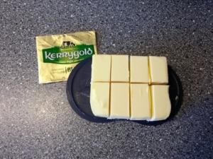 Butter portioniert in 8 Stücke (immer Halbieren) á 31 Gramm